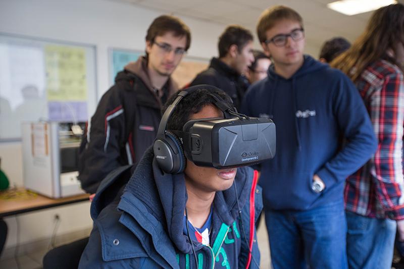 Etudiants - Casque réalité virtuelle - Cycle ingenieur - Efrei Paris - Ecole d'ingénieur informatique